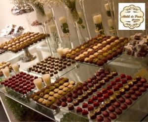 compras coletivas oferta com desconto em mesa de doces do atelie do pano e dos chocolates mesa doces com itens decorados e personalizados no barato de fortaleza